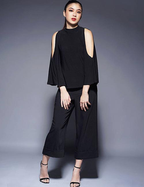 How To Wear Culottes - Get The Monochrome Look With Black Culotte Pants