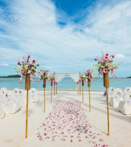 What To Wear To A Beach Wedding – Dos And Don'ts