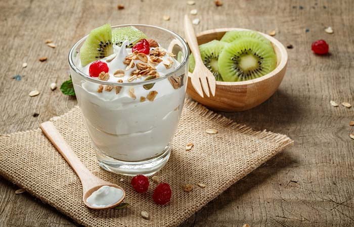 15. Yogurt, Kiwi, Flaxseed