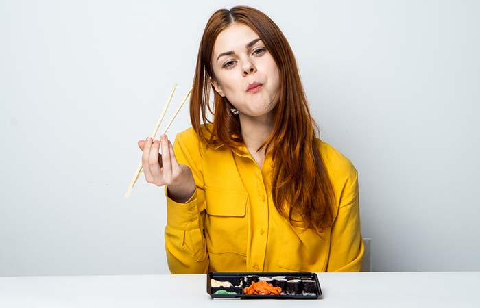 6.Keep Your Mouth Closed While Chewing The Food