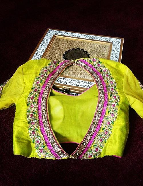 9. Oval Shaped Backless Blouse With Patchwork Pattern