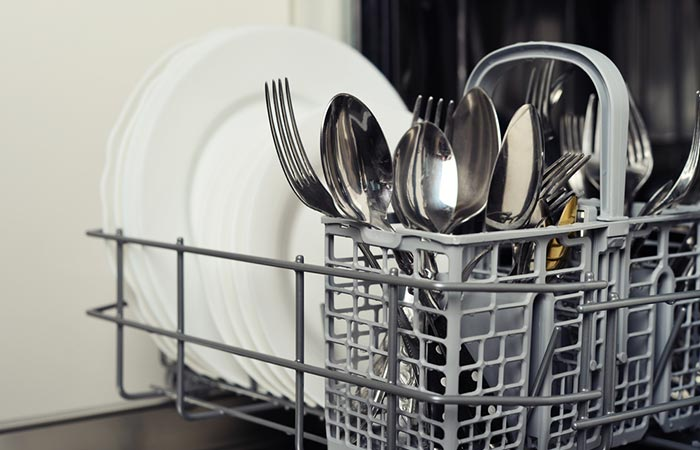 Keeping All Your Cutlery In The Same Direction