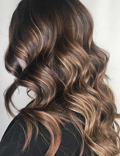 2. Golden Blonde Highlights On Chestnut Brown Hair