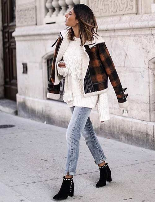 Style Your Mom Jeans , Oversized Sweater And Jeweled Boots