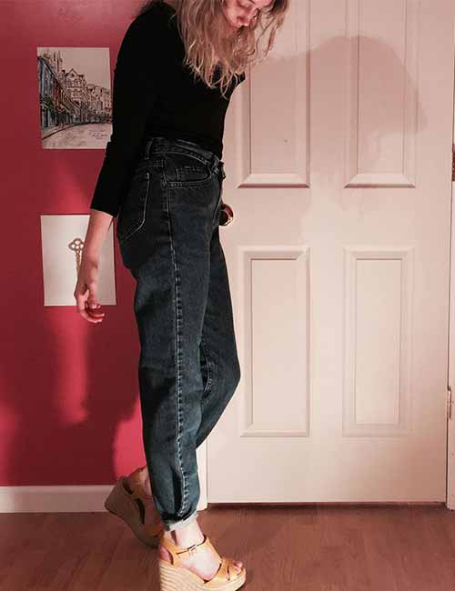 Style Your Mom Jeans - An All Black Monochrome-Look