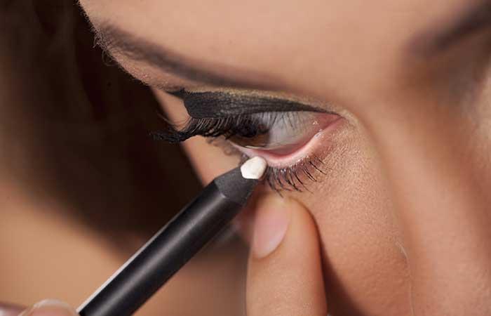 5. Destaque seus olhos com lápis de olhos brancos