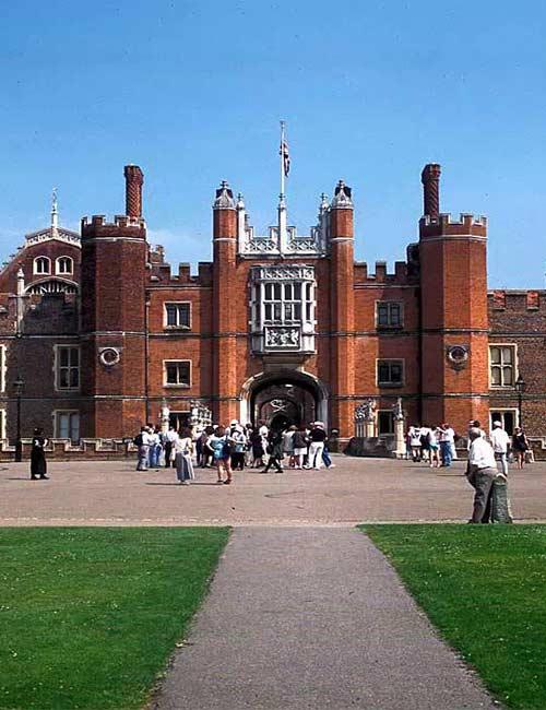 Fashion Schools - Kingston University, London