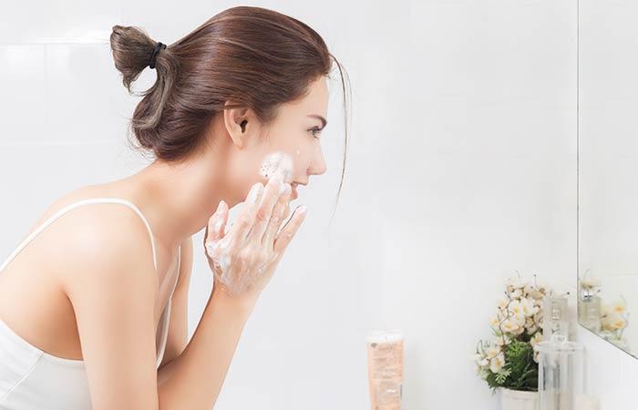 7. Shaving Foam As A Quick Face Scrub