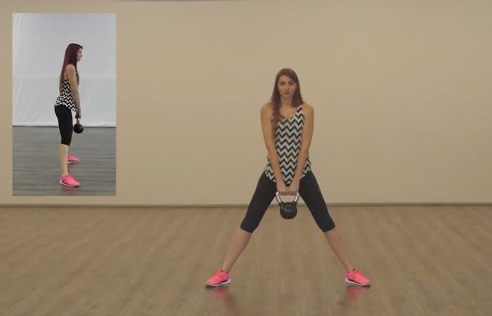 Übungen am inneren Oberschenkel - seitliche Ausfallschritte mit Kettlebell