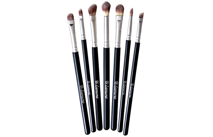15 Best Eyeshadow Brushes And Reviews For Beautiful Eye Makeup