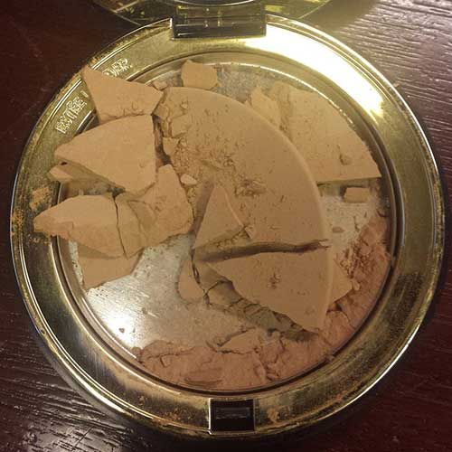 4. When your compact powder looks like an earthquake site.