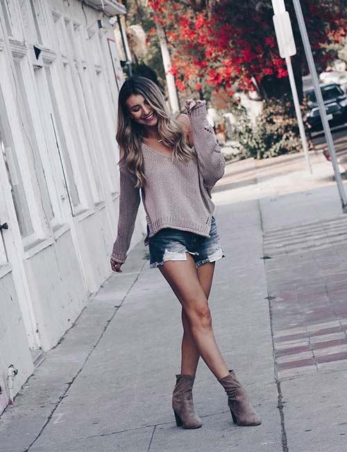 What Shoes To Wear With Shorts - Ankle Length Boots And An Oversized Sweater