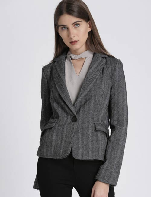 How To Wear A Blazer - Single Breasted Or Buttoned Blazer