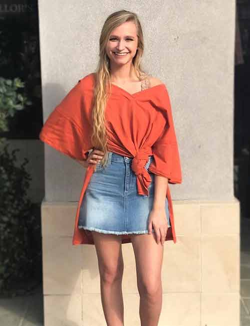 Denim Skirt Outfit Ideas - Denim Skirt With An Oversized Knotted Top