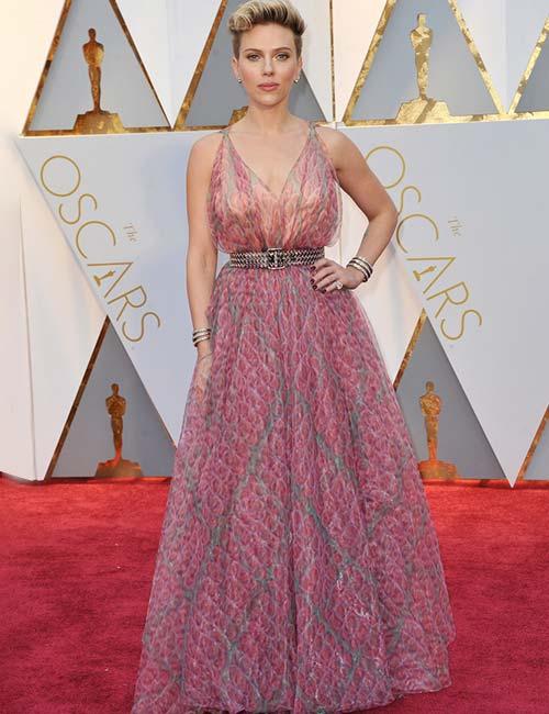 Short Female Celebrities - Scarlett Johansson