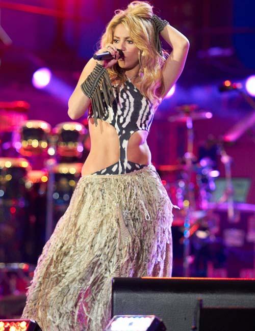 Short Female Celebrities - Shakira