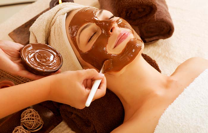 3. Cocoa Powder And Olive Oil Face Mask