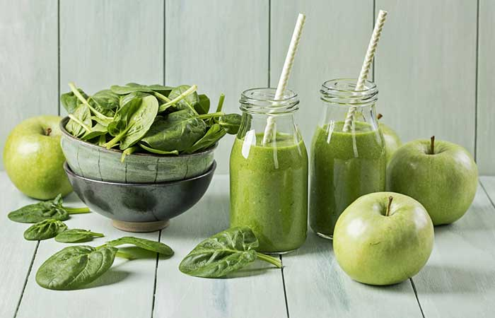 Healthy Breakfast - Green Apple And Spinach Smoothie