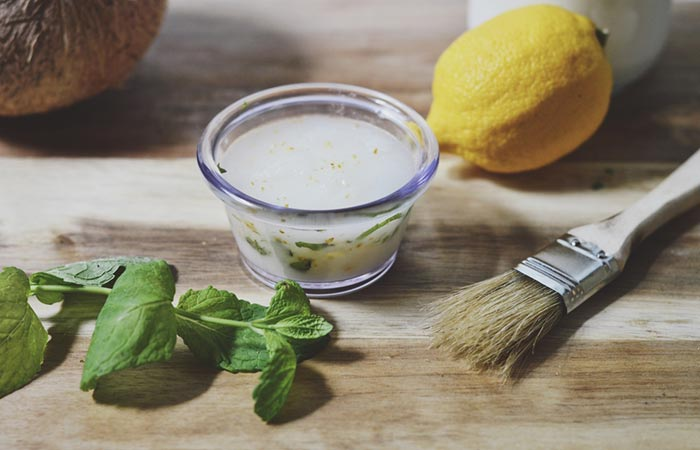 9. Coconut oil, lemon and oil mask for oily skin