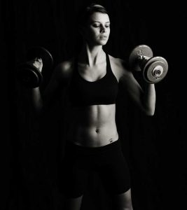 15 Benefits Of Lifting Weights For Women – A Beginner's Guide