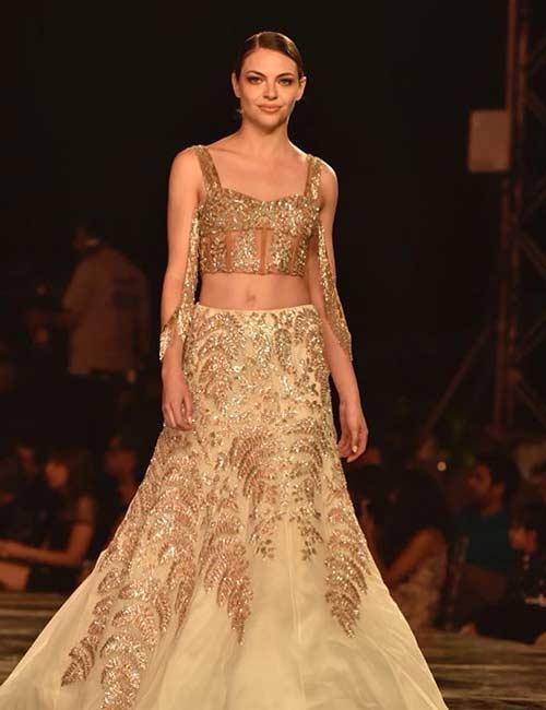 6. Crop Top Style Блуза и Златна Тюл Lehenga Пола