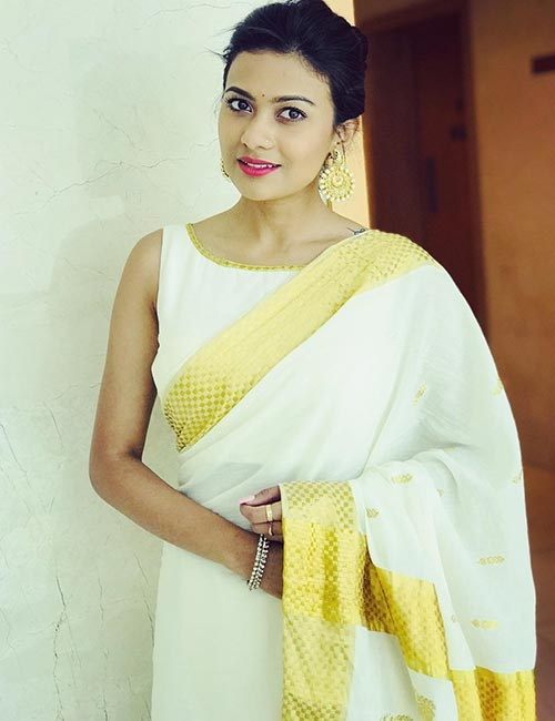 Kasavu Saree with blouse without white without sleeves