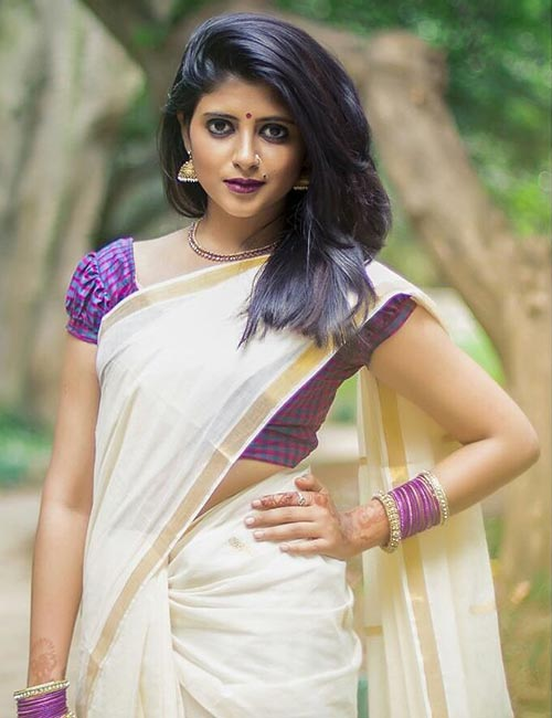 Best Kerala Saree Blouse Designs - Kerala Saree With Checkered Blouse
