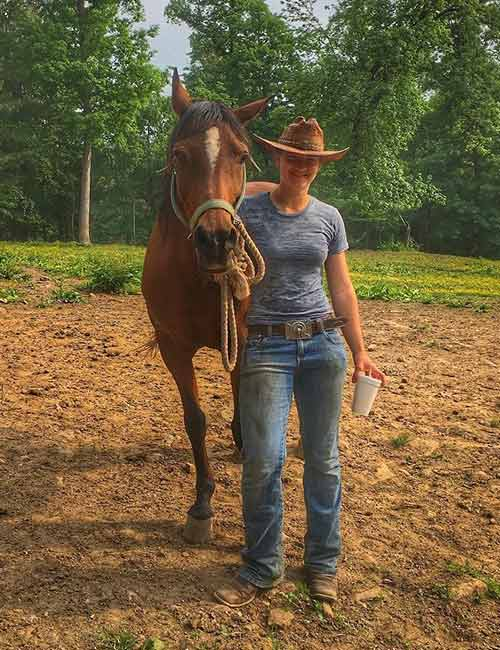 Best Outfits With Cowboy Boots - Mom Jeans And Cowboy Boots