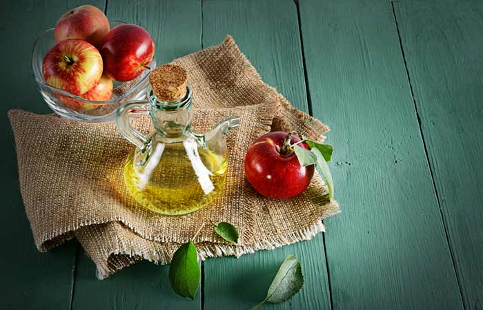 1 teaspoon of water </li> </ul> <h5>  What you need to do </h5> <ol> <li>  Add one tablespoon of apple cider vinegar apple wine to a spoonful of water </li> <li>  Mix well and dip a cotton ball in it </li> <li>  Apply the entire affected area and wash after 30 minutes. Do this </h5> <p>  You have to do this daily for several weeks. </p> <h5>  Why it works </h5> <p>  Apple cider vinegar is tightening and can help reduce the size of the skin pores. This forces the debris from the pores and helps you get rid of a mile (<a href=