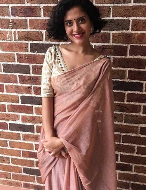Plain Mul Mul Saree With V-Neck Blouse