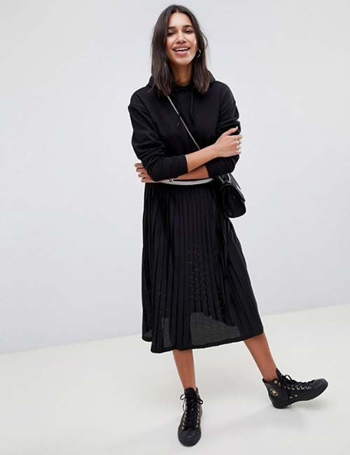 Pleated Skirt Monochrome Look