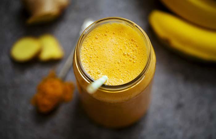 15. Vegan Banana And Turmeric Smoothie