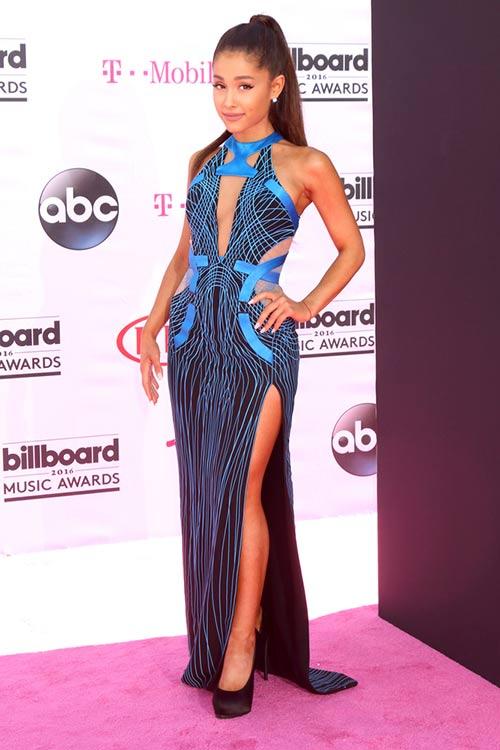9. Ariana Grande Geometric Blue Outfit