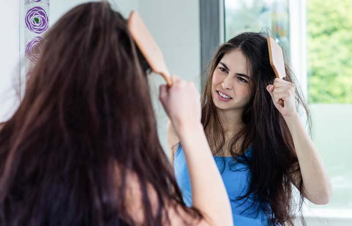 De-frizzes Your Hair