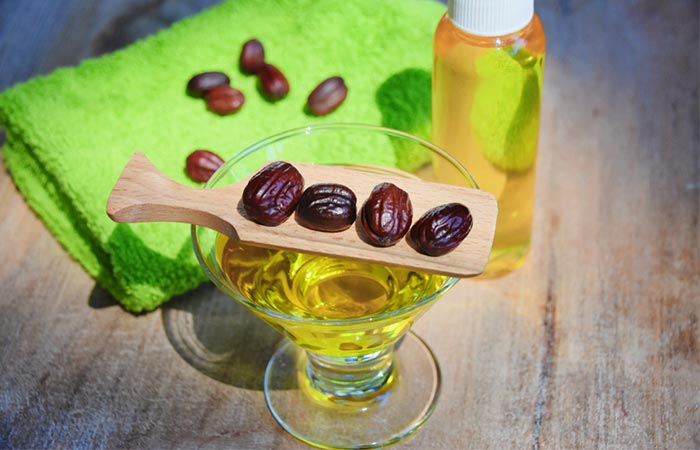 Jojoba Oil And Tea Tree Essential Oil Face Mask