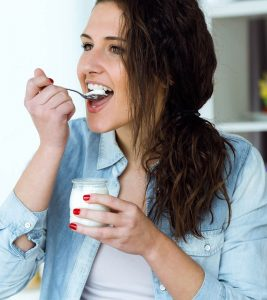21 Best Healthy Snacks Under 100 Calories To Curb Hunger