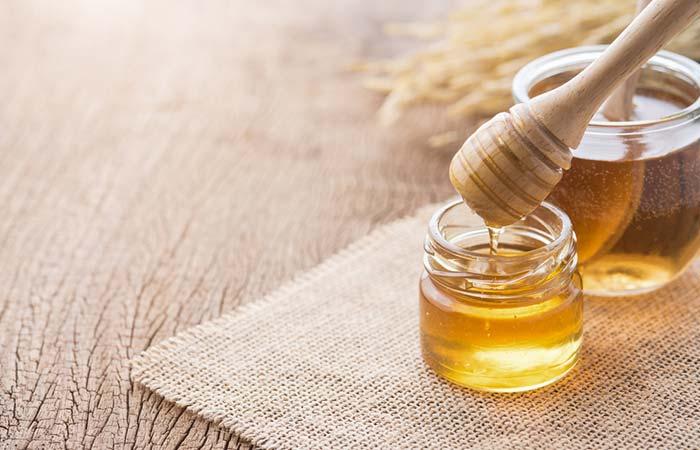 पिंपल हटाने के लिए शहद (Honey)