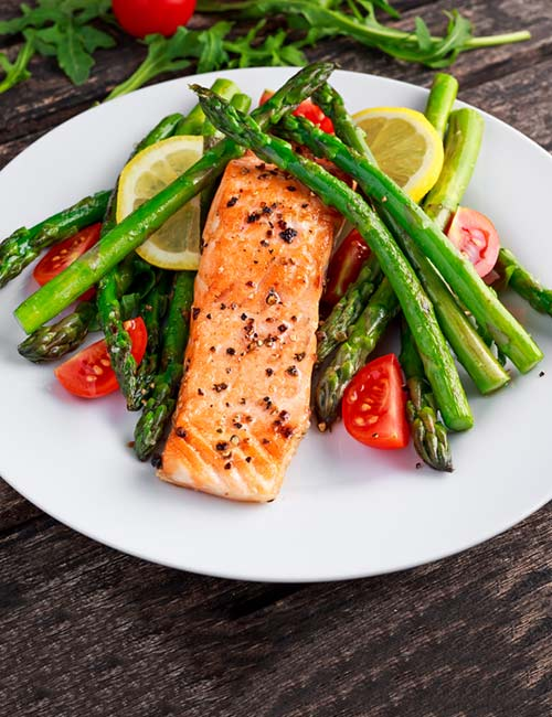 4.-Grilled-Salmon-And-Asparagus-Salad