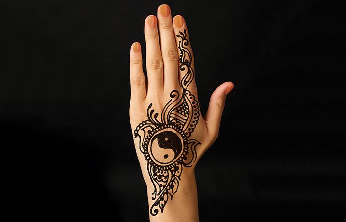 Arabian Mehndi Design in Hindi