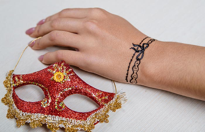 Bracelet mehndi design in Hindi