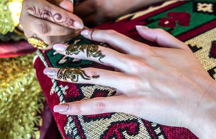 Finger Mehndi Design in Hindi