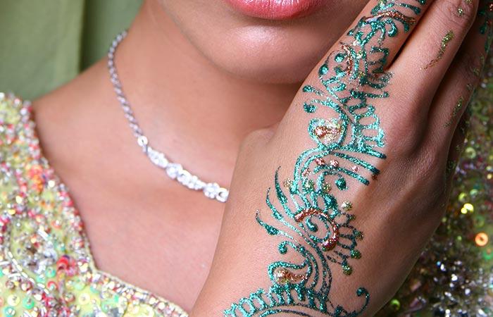 Glitter Mehndi Design in Hindi