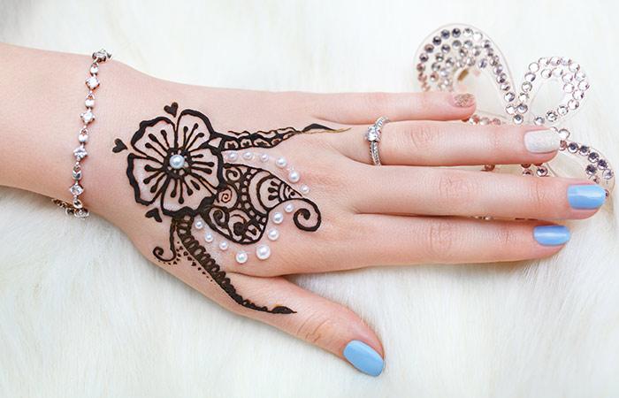 Pearl or Moti Mehndi Design in Hindi