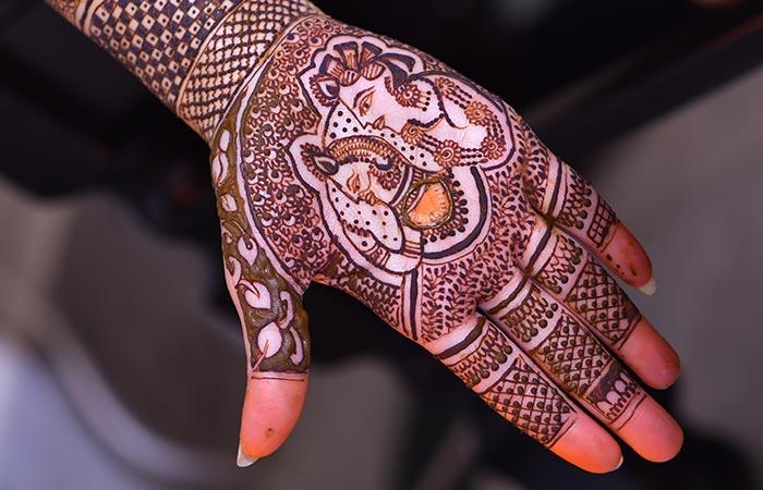 Rajasthani Mehndi Design in Hindi