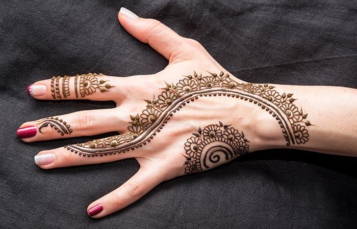Ring Finger Mehndi Design in Hindi