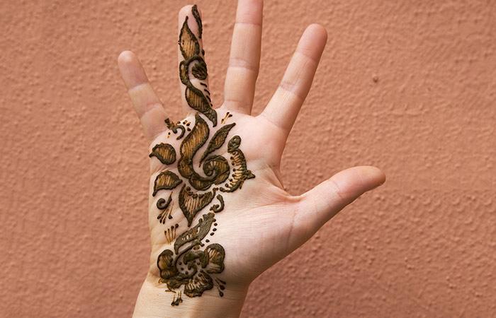 Small Hand Mehndi Design in Hindi
