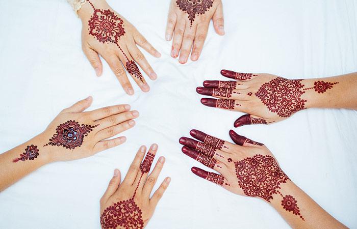 Wristband Mehndi Design in Hindi