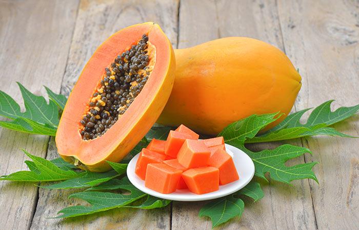 काले धब्बे हटाने के लिए पपीता (Papaya)