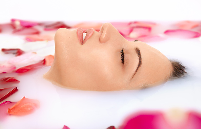 Benefits of Rose Water for Skin in Hindi