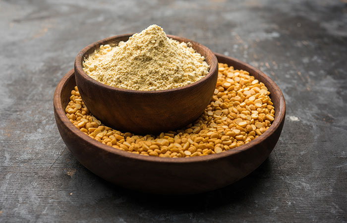 Gram Flour for Fair skin in hindi